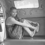 Girl posing in pretty summer dress — Foto Stock
