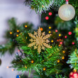 Snowflake on a Christmas tree with multi-colored fairy lights — Stockfoto