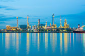 Oil refinery factory at river Thailand — Stockfoto