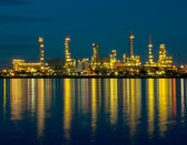 Oil refinery factory at night in Thailand — Photo