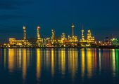 Oil refinery factory at night in Thailand — 图库照片