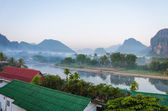 Serene landscape by the Nam Song River at Vang Vieng, Laos — Stock Photo