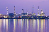 Oil refinery factory at twilight Bangkok Thailand. — Foto Stock
