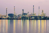 Oil refinery factory at twilight Bangkok Thailand — Stockfoto