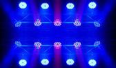 Stupňový reflektor s laserové paprsky — Stock fotografie