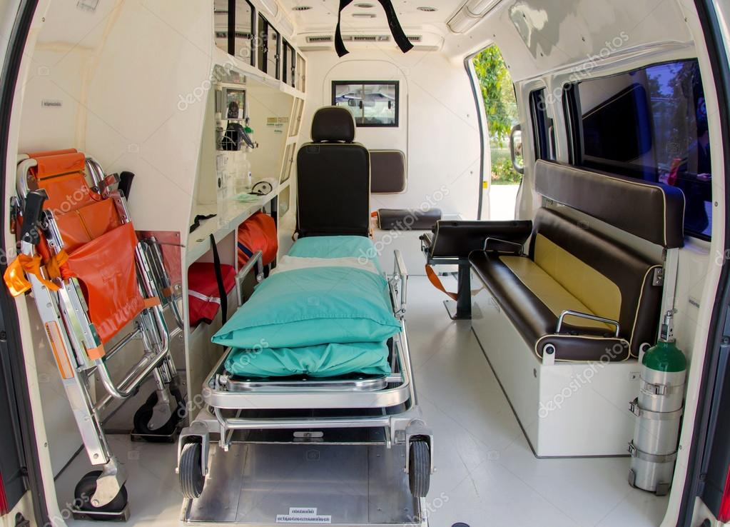 L 39 int rieur d 39 une ambulance pour l 39 h pital for Interieur hopital