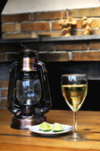 Wine glass and lamp — Stockfoto