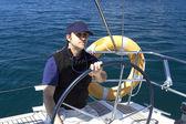 Kapitán za volantem plachetnice — Stock fotografie