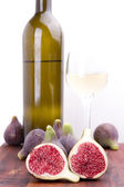 Figs and white wine — Stock Photo