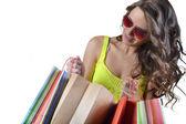Vacker ung kvinna med kassar och påsar — Stockfoto