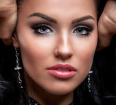 Chica con noche make up y largas pestañas — Foto de Stock