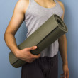 Young mixed race carrying yoga mat — Stock Photo