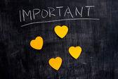 Notes sur le tableau noir en forme de coeur important — Photo