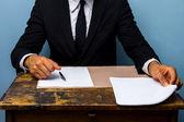 Zakenman bezig met een deal sluiten — Stockfoto