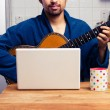 Man teaching himself to play guitar at home — Stock Photo