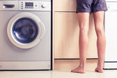 Woman with bare legs in kitchen — 图库照片