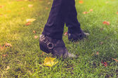 Shoes walking on grass — Stock Photo