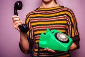 年轻女子接听电话 — 图库照片