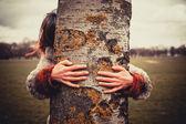 Woman hugging a tree — Stock Photo