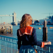 Young woman standing on the bank of the Thames in London — Stock Photo