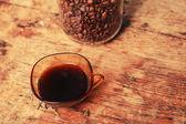 Fincan kahve ve fasulye kavanoz — Stok fotoğraf