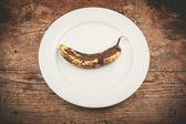 在板上的斑点的香蕉 — 图库照片