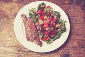 Sirloin steak and salad — Zdjęcie stockowe