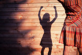 Young woman standing outside wooden cabin — Stockfoto