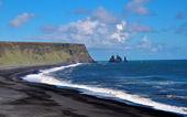 Black sand beach in Iceland — Stock Photo