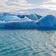 Blue icelandic icebergs in Jokulsarlon — Stock Photo