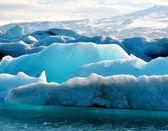 Blauwe ijsbergen in ijsland — Stockfoto