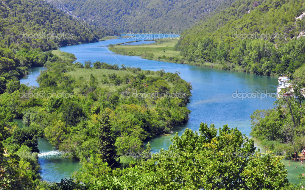 蜿蜒的河流,在克尔卡,克罗地亚– 图库图片