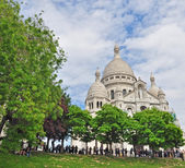 Sacre Coeur und Bäume — Stockfoto