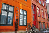 House and bike in Stockholm — Stock Photo