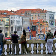 Tourists watching on Grand Canal from Rialto bridge — Stockfoto #34812197