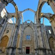 Ruins of cathedral in Lisbon — Stock Photo