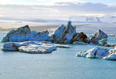 Icebergs in Jokulsarlon lagoon — Stock Photo