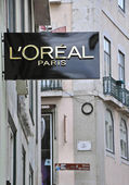 L'Oreal boutique in Lisbon — Stock Photo