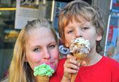Mum and son having an ice cream — Stock Photo