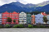Bunten häuser von innsbruck, österreich — Stockfoto