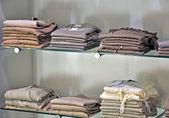 одежда в магазине — Стоковое фото