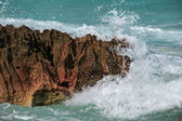 The ocean wave impact on the cliff — Foto Stock