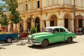 Beautiful green retro car in cuban town — Φωτογραφία Αρχείου