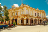 Nice looking old classic style building in small cuban town — Stok fotoğraf