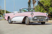Old vintage pink & white classic car — ストック写真