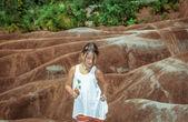 Preatty, alegre menina que anda em Ontário ermo Cheltenham — Fotografia Stock