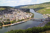 The Moezel river and Old Small city Bernkastel Kues — Stockfoto