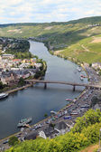 The Moezel river and Old Small city Bernkastel Kues — Foto Stock