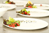 Plates decorated ready for food arrangment — Stock Photo