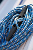 Blue boater's rope on belaying cleat, yacht equipment — Stock Photo